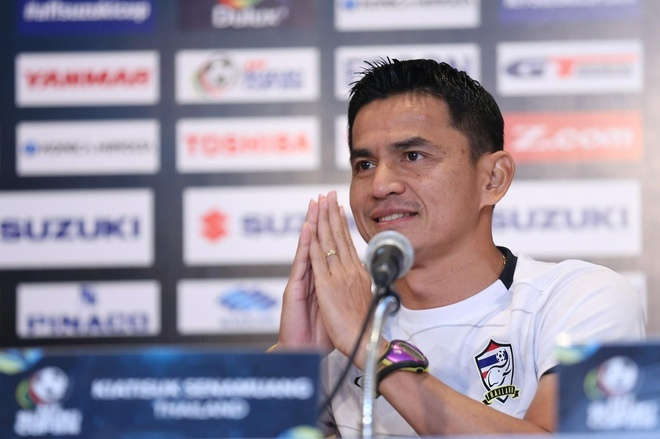 Cựu HLV trưởng tuyển Thái Lan Kiatisak hát nhạc Mỹ Tâm