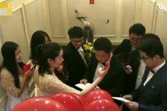 Chú rể choáng vì bị kiểm tra tiếng Anh trước khi đón dâu