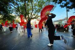 Photographer shows love for Hanoi