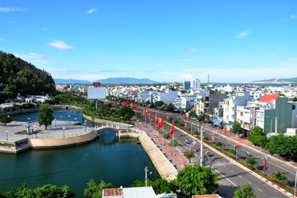 Lắp biển quảng cáo, điện giật 1 người chết ở Bình Định