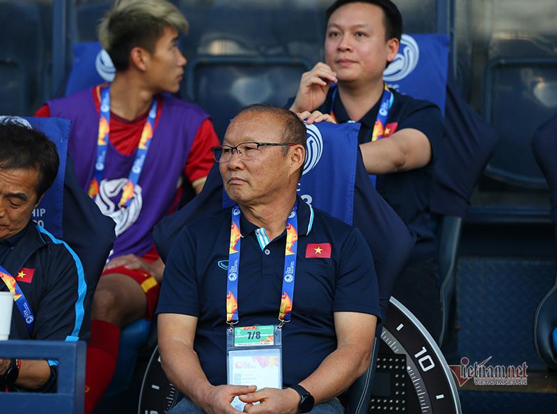 Thầy Park hành động bất ngờ với 'vua' sau trận hoà UAE