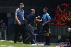 """Thầy Park hành động bất ngờ với """"vua"""" sau trận hoà UAE"""