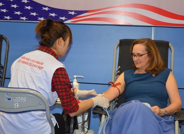 Embassy of the US in Vietnam,blood donation campaign,Deputy Chief of Mission Caryn McClelland,Vietnam-US relations,blood donors.