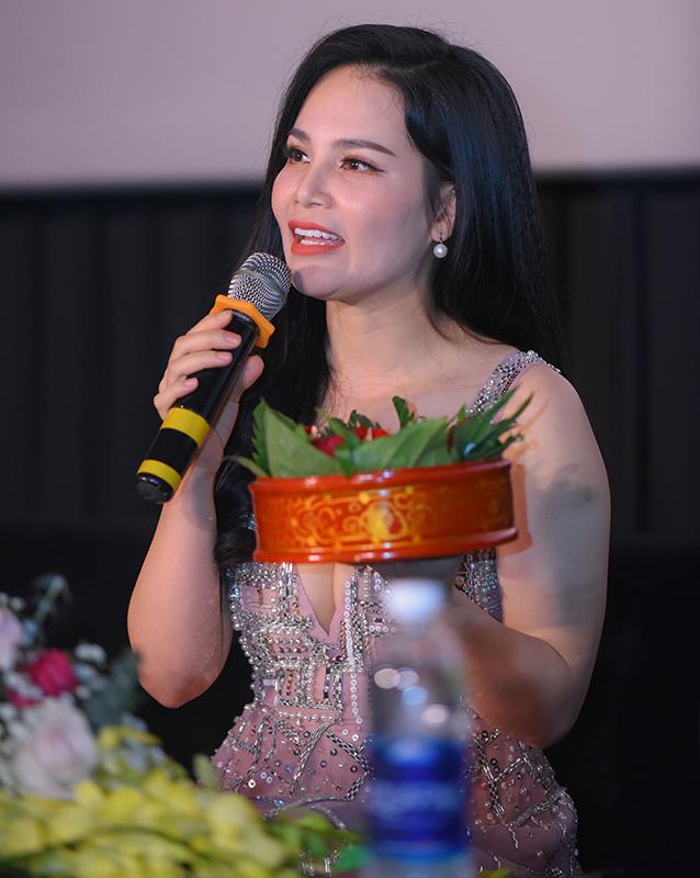 Cận Tết, Lê Minh Ngọc, Mai Thương vẫn ra MV mới