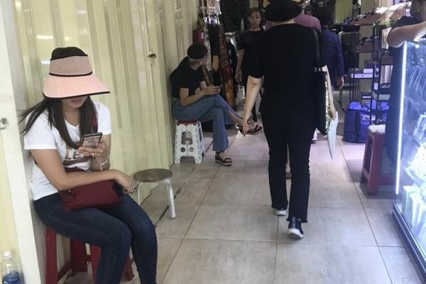 Đóng cửa hàng loạt ở trung tâm mua sắm sầm uất nhất Sài Gòn, điều gì xảy ra?