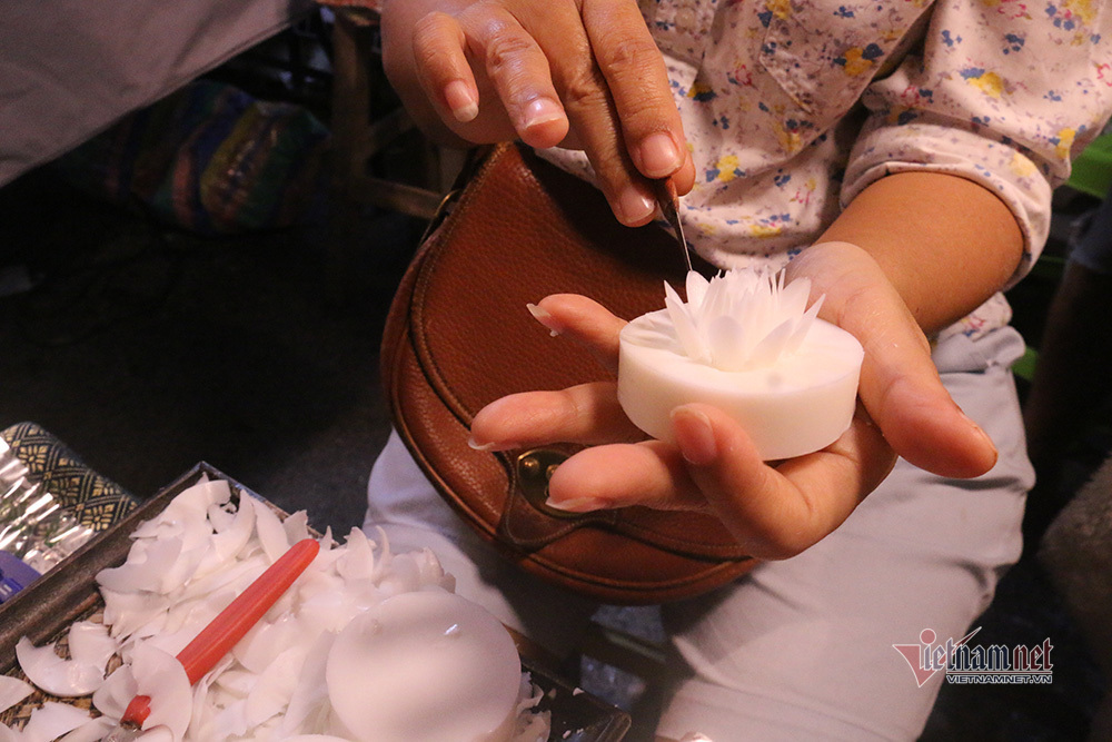Quầy xà bông handmade nhỏ xíu thu về vài chục triệu mỗi ngày