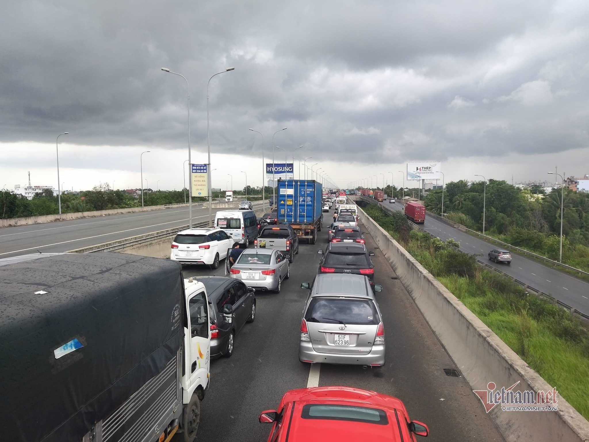 Cao tốc TPHCM - Long Thành không xả trạm dịp Tết, bán vé thủ công khi kẹt xe
