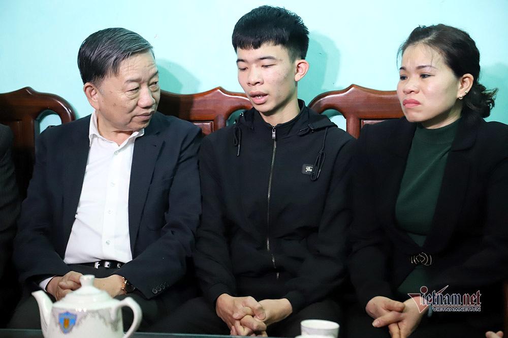 Đại tướng Tô Lâm thăm hỏi gia đình Phó Trung đoàn trưởng Cảnh sát cơ động