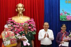 Phó Thủ tướng thường trực tặng quà người có công, đồng bào Chăm