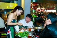 'Hot girl' tiếp thị bia thất nghiệp vì quán nhậu ế ẩm