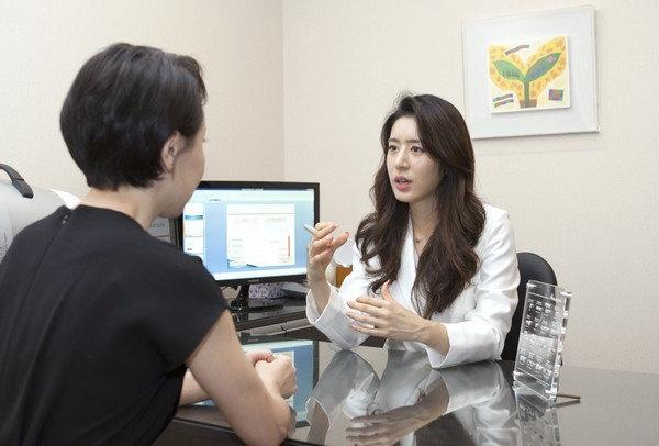 Vợ đẹp, nổi tiếng của Jang Dong Gun và Joo Jin Mo