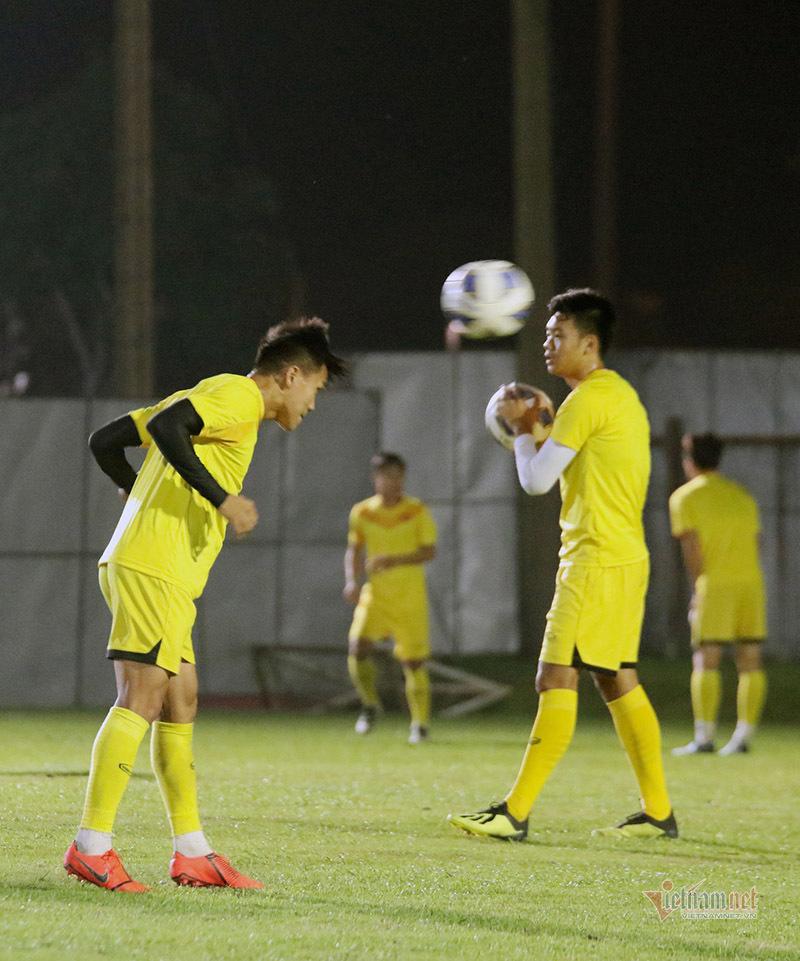 HLV Park Hang Seo 'chỉnh' Quang Hải trước khi đấu Jordan