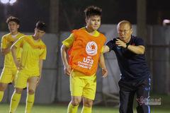 """HLV Park Hang Seo """"chỉnh"""" Quang Hải trước khi đấu Jordan"""
