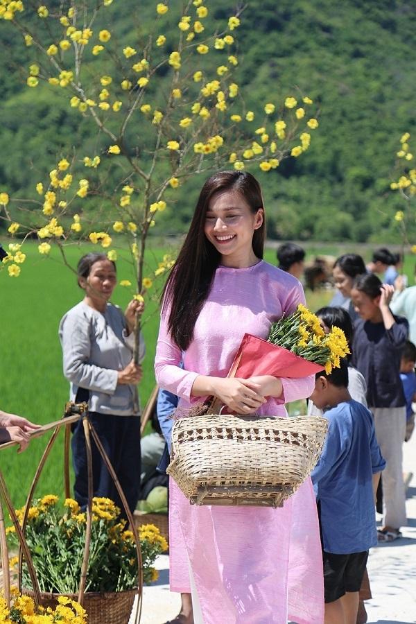 Văn Mai Hương đi du lịch sau khi scandal