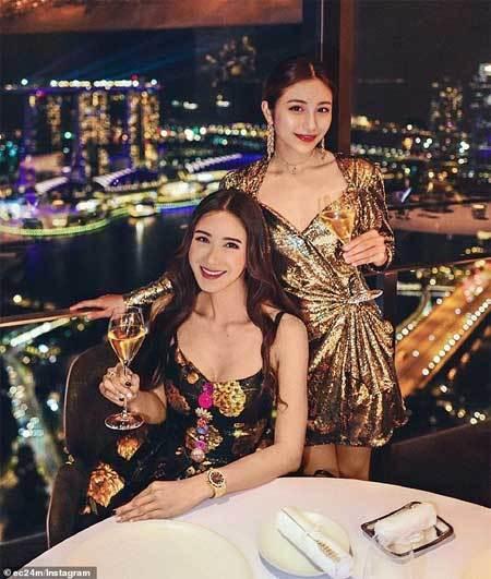 Singapore,sinh đôi,nhan sắc không tuổi,mẹ trẻ