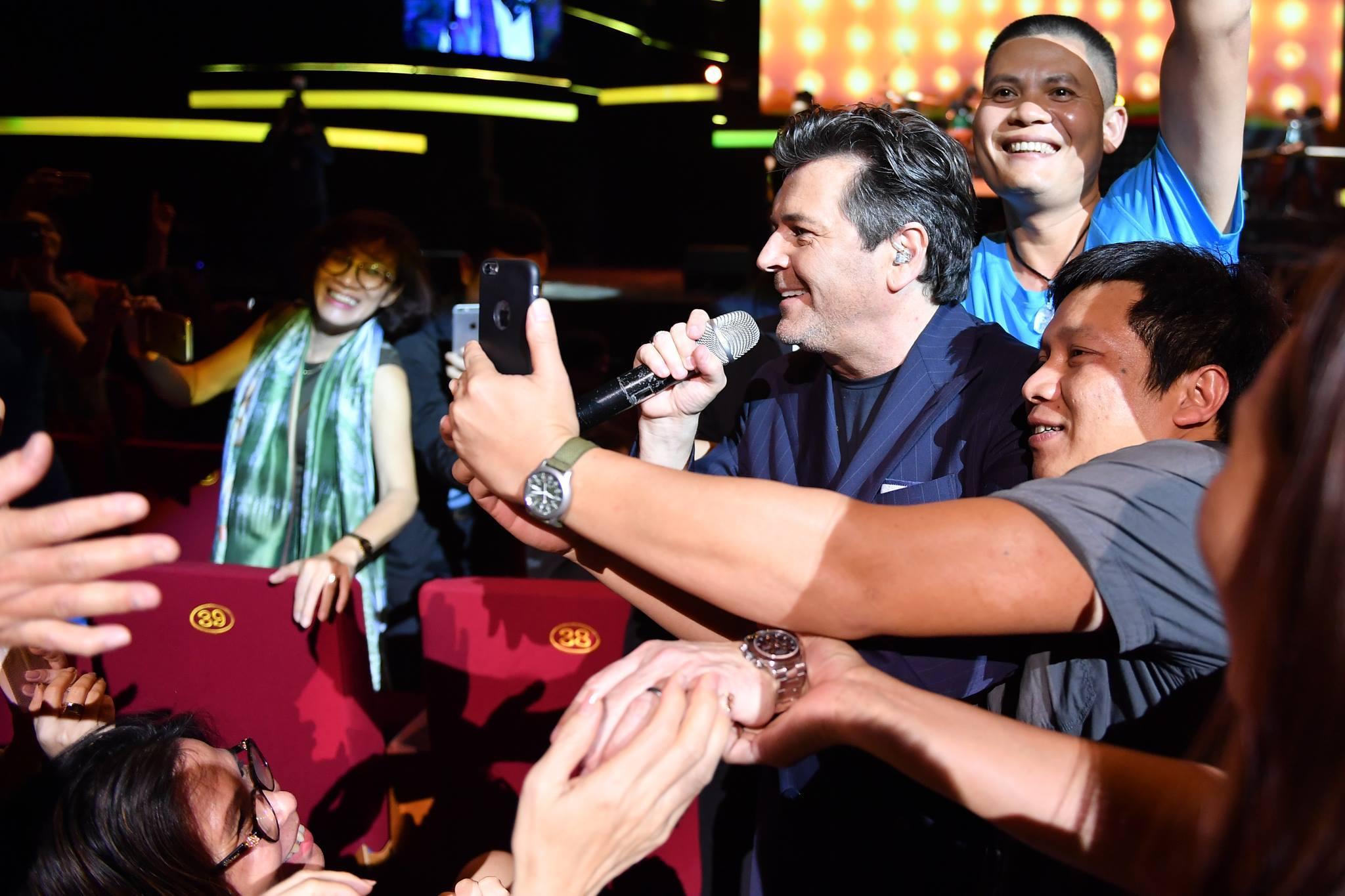 'Nữ hoàng nhạc Pop' Sandra cùng Modern Talking hát tại Hà Nội