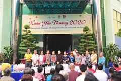 Trao quà Xuân cho người dân nghèo quận Phú Nhuận