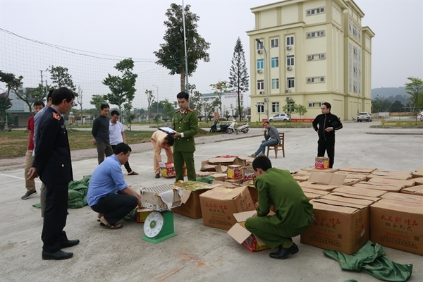 1.1 tonnes of firecrackers seized by police
