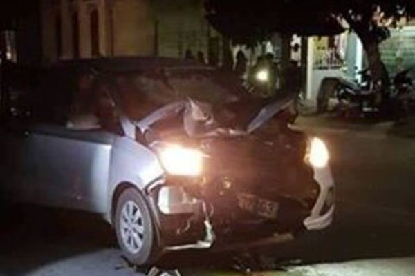 Trêu chọc CSGT kiểm tra nồng độ cồn, thanh niên lao xe máy vào ô tô tử vong