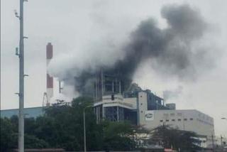 Nổ lớn tại nhà máy nhiệt điện Uông Bí, cột khói đen bốc cao hàng chục mét