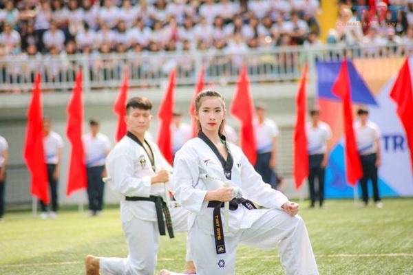 Thùy Dung - hotgirl Taekwondo 'văn võ song toàn'