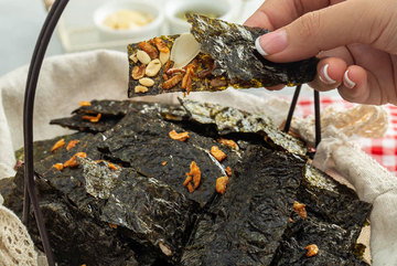 Home-made confectionery attract customers on Tet