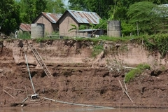 Sand overexploitation of Mekong River raises worries for Mekong Delta