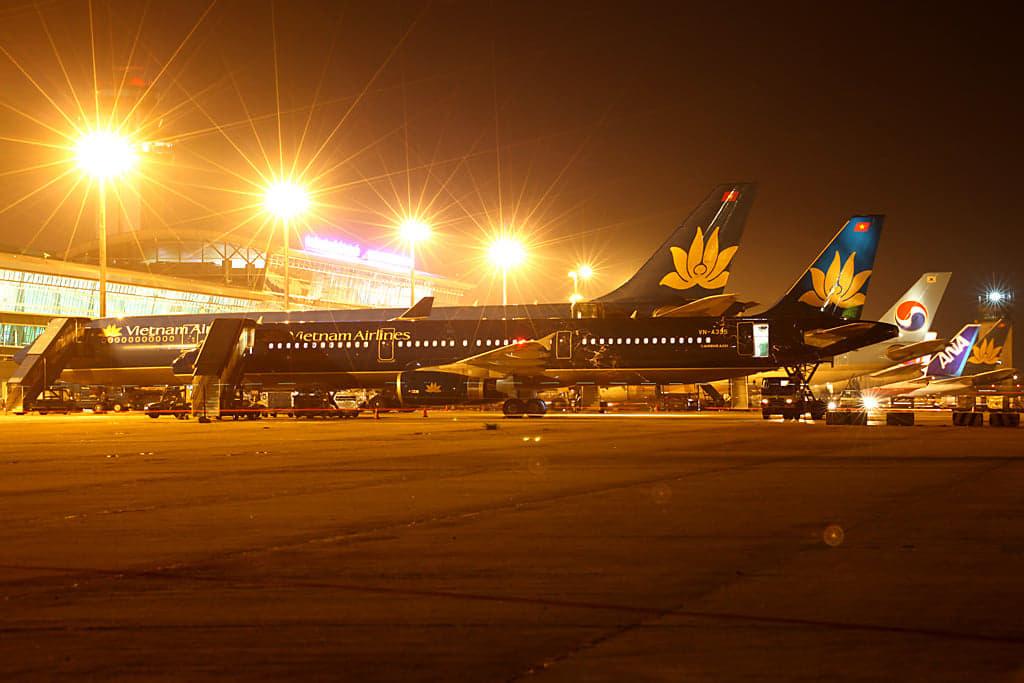 Tân Sơn Nhất dịp Tết, lo máy bay tắc đường trên trời lẫn dưới đất