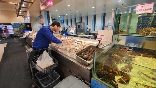 Ít đi nhậu, chồng tiết kiệm tiền mua hải sản nhập khẩu tẩm bổ cho vợ con