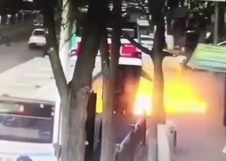 """Xe buýt sa """"hố tử thần"""" ở TQ, hàng chục người thương vong, mất tích"""