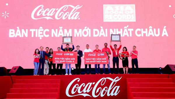Điều đặc biệt của người Việt phía sau bàn tiệc năm mới dài nhất châu Á