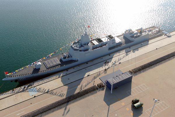"""""""Mổ xẻ"""" tàu khu trục tên lửa lớn thứ hai thế giới của TQ"""