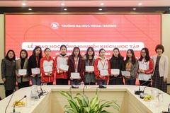 Trường ĐH Ngoại thương trao 222 suất học bổng cho sinh viên khó khăn về đón Tết