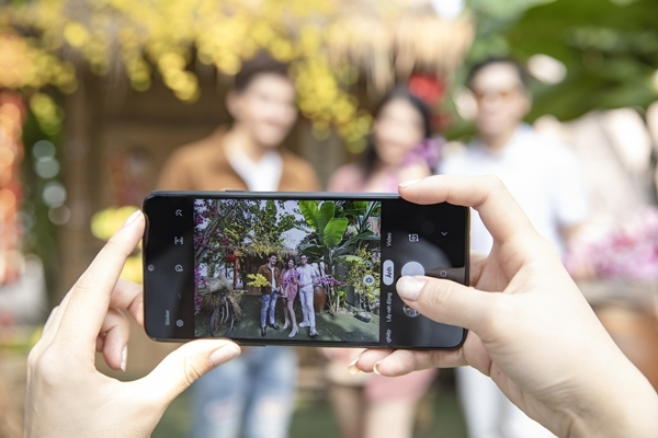 Tết này, chụp ảnh xóa phông ảo diệu không cần điện thoại đắt tiền