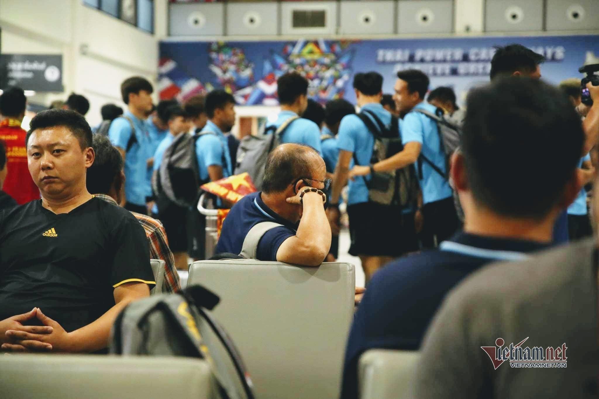 U23 Việt Nam và Triều Tiên 'chạm trán' ở sân bay