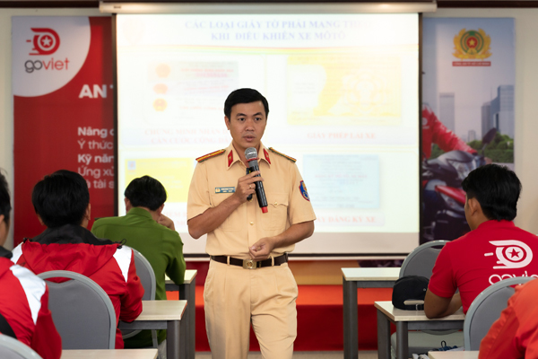 Công an TPHCM dạy kỹ năng an toàn cho tài xế chạy xe công nghệ