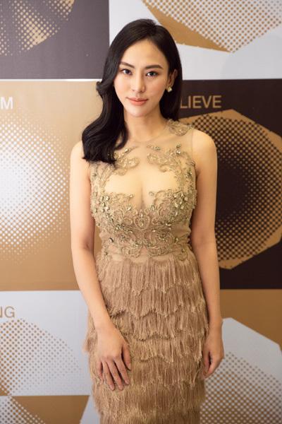 Hoa hậu Thu Hoàng yêu kiều trên thảm đỏ Wechoice Award 2019