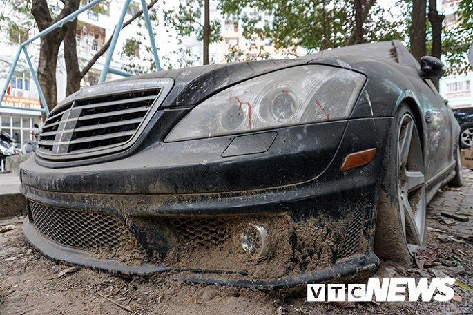 Xót xa Mercedes-Maybach S600 14 tỷ phủ bụi ở Hà Nội