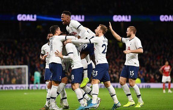 Tottenham chật vật vào vòng 4 FA Cup