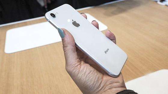 iPhone 8 bất ngờ giảm giá chỉ còn 5,9 triệu