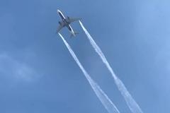 Máy bay Mỹ xả nhiên liệu xuống đất, 17 trẻ em bị thương