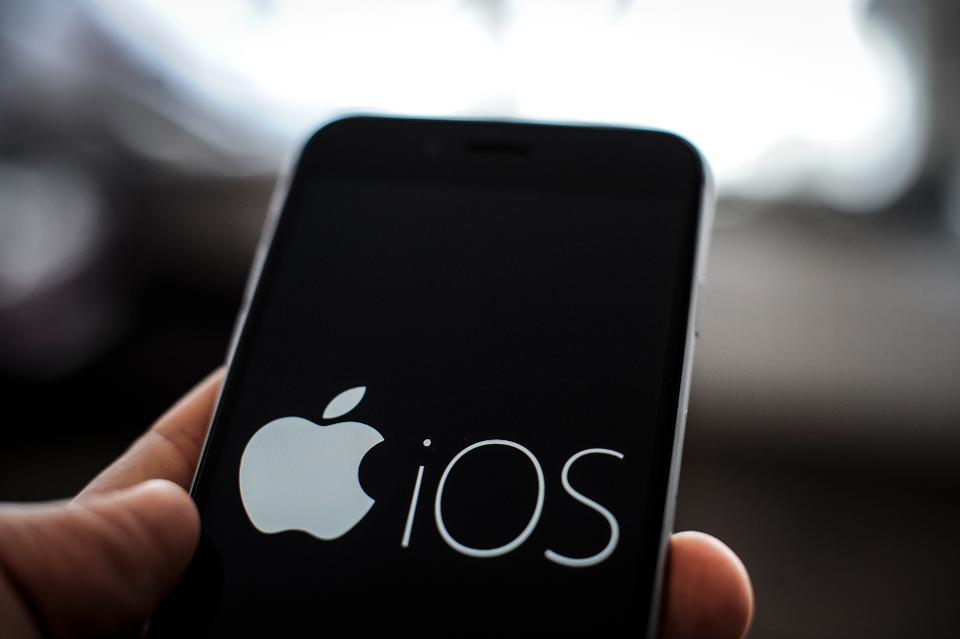 Apple bác yêu cầu mở khóa iPhone của Tổng chưởng lý Mỹ