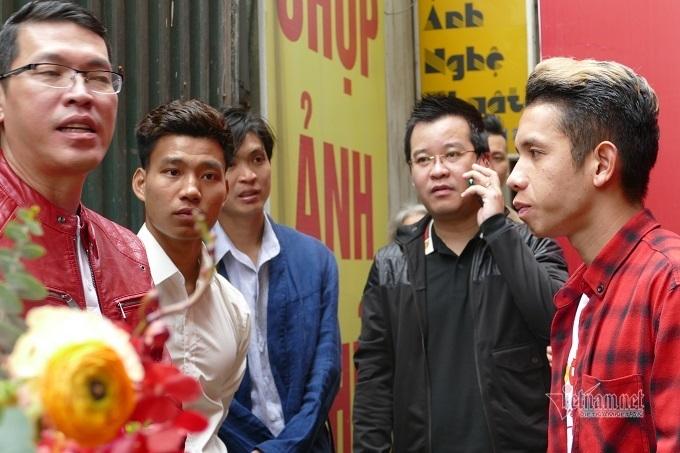 Hành động đẹp của bố cầu thủ Văn Hậu trong đám hỏi Duy Mạnh