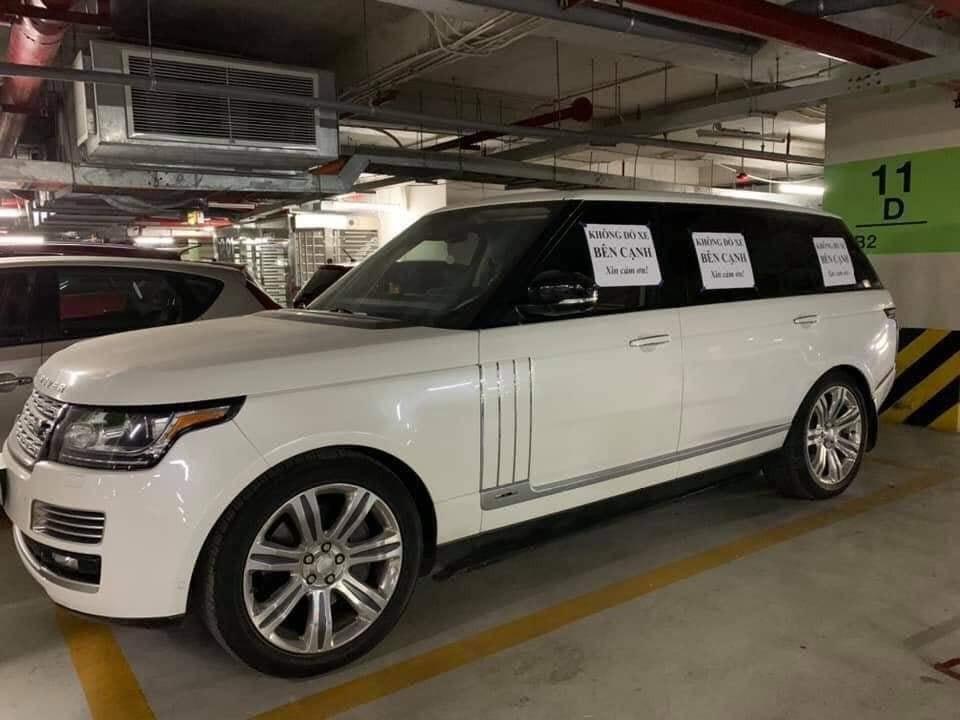 Chủ xe Range Rover ở Hà Nội bị 'ném đá' vì dán giấy 'không đỗ xe bên cạnh'