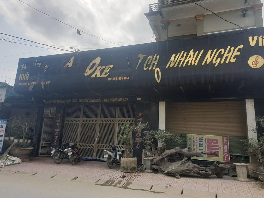 Đột kích quán karaoke, công an huy động 5 xe khách chở con bạc về đồn