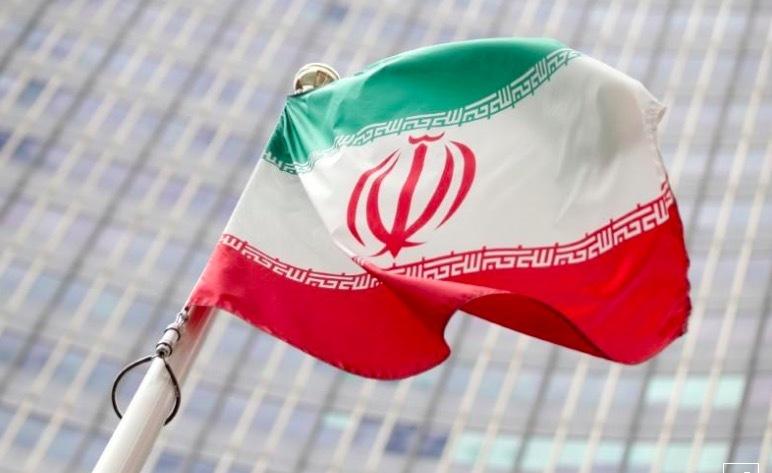 Iran bắt giữ tàu Hàn Quốc, bắt đầu làm giàu uranium tới 20%