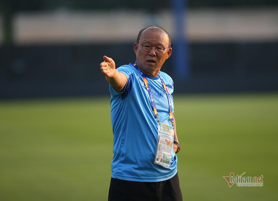 Tuyển Việt Nam đấu Malaysia, thầy Park nhọc vì đại dịch corona
