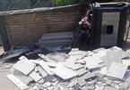 Xe tải đổ dốc mất phanh lật nghiêng, 2 người chết ở Quảng Nam