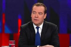 Thủ tướng Nga bất ngờ từ chức, chính phủ giải tán