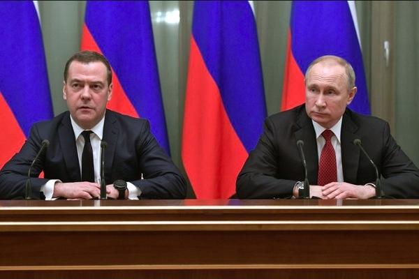Lý do chính phủ Nga bất ngờ từ chức